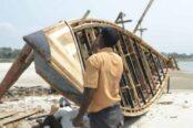 টাঙ্গাইল ও ধনবাড়ীতে নৌকা তৈরী ও কেনাবেচার ধুম পড়েছে