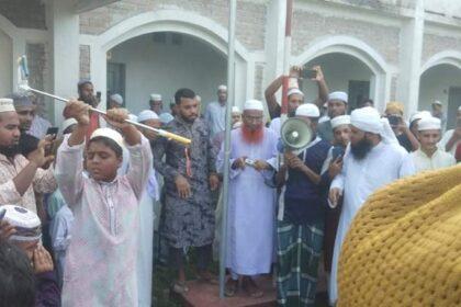 নিয়ামতিতে ঐক্যবদ্ধ মুসলিম জনতার ফ্রান্সের বিরুদ্ধে প্রতিবাদ