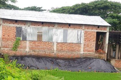 লালমোহনে জোরপূর্বক জমি দখল করে বরফ মিল নির্মাণ